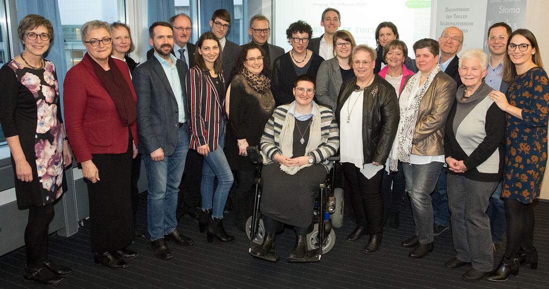 Gruppenbild der Mitgliederversammlung mit Ehrengästen und neuem Vorstand