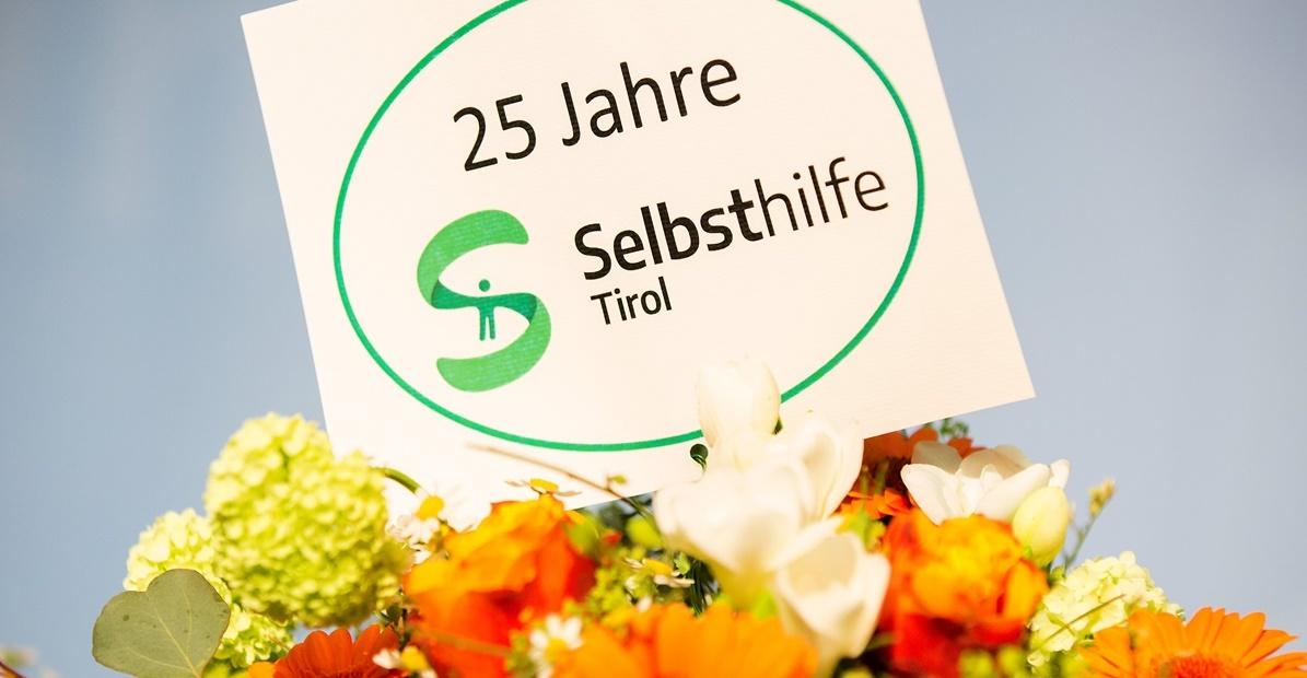 Tag der Selbsthilfe_Blumenstrauß Jubiläum