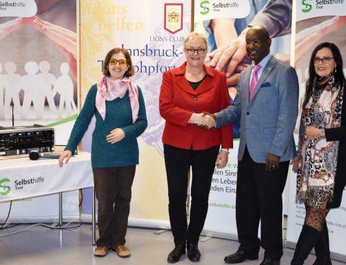 Lions Club Innsbruck Triumphpforte sponsert eine mobile Induktionsanlage für die Selbsthilfe Tirol